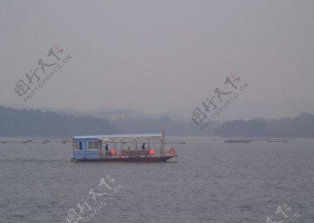 河水船舶图片