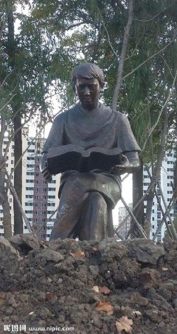 向阳运动休闲中心广场雕塑