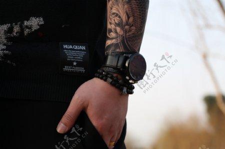 模特和男士时尚黑色腕表3