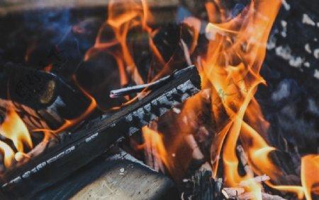 燃烧的火堆
