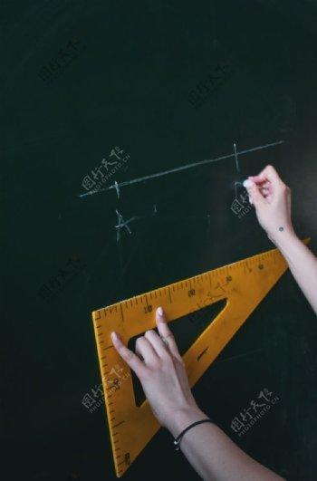 教师节黑板上用教具演示