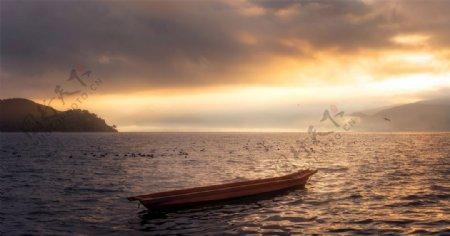 湖水木船霞光晚霞