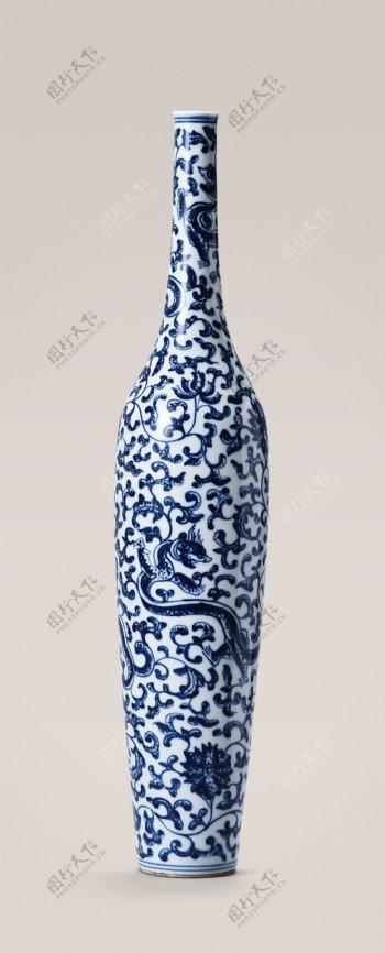 青花缠枝龙纹柳叶瓶