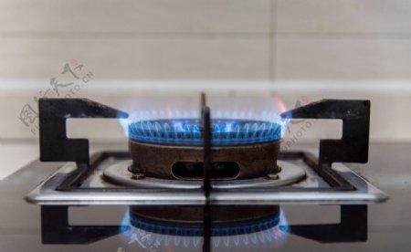 家具液化气燃烧摄影图