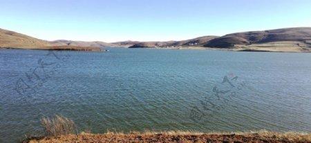 大山湖泊风光图片