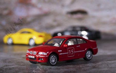 红色玩具小轿车图片