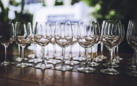 白色红酒杯图片