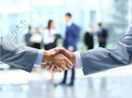 合作握手图片
