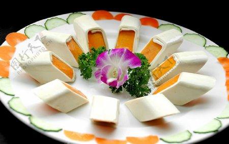 粤菜广东菜珊瑚奶黄卷图片