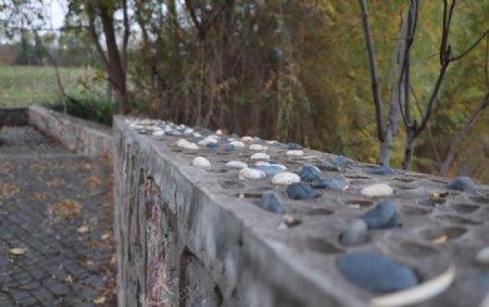 鹅卵石护堤图片