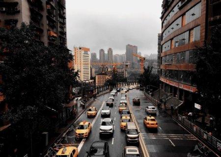 雨后上班高峰街道拥堵图片