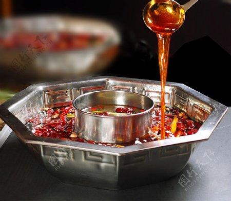 菌汤鸳鸯锅锅底图片