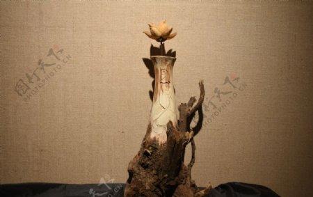 插花木刻花瓶图片