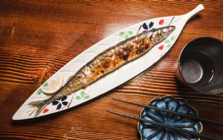 美食日本料理文化盐烤秋刀鱼图片