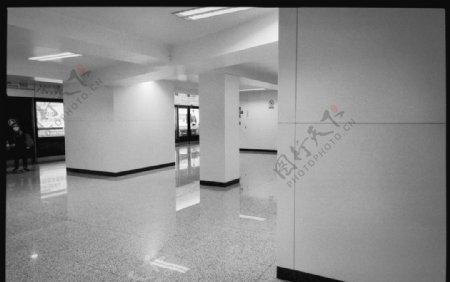 地铁黑白图片