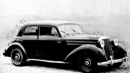 梅赛德斯奔驰第一代E级车图片