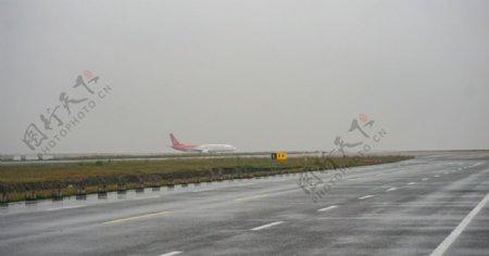 机场飞机图片