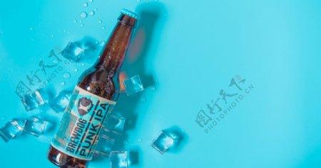 夏日冰镇啤酒图片