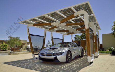 宝马电动车太阳能充电站图片