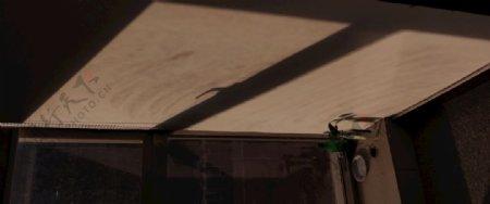窗外照进的阳光图片